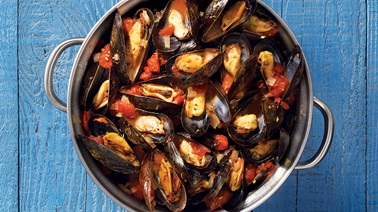 Mussels with tomatoes & herbs